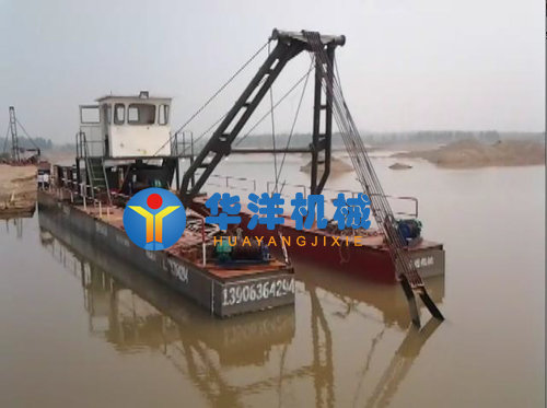 产量每小时200方,输送距离500米,船体为三体拼装结构 1,设备尺寸:18m*